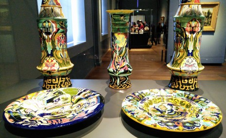 Theo Colenbrander was the star designer of the porcelain factory Rozenburg in the 80s. Sometimes the overall design is difficult to grasp at once, as the stylized landscape with Middle Eastern architectural motifs. Although Colenbrander's designs didn't sell well, they were highly esteemed in the art world.