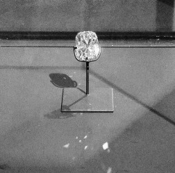 This diamond once hung on a chain around the neck of Sultan Panembahan Adam van Banjarmasin (South Borneo). After problems arose in the succession, the Netherlands decided in 1859 to - forcibly - seize control of the sultanate of Banjarmasin. The diamond was declared Dutch state property. In Amsterdam the 70-carat rough diamond was later cut into a rectangular-s' diamond of 36 carats.