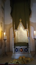 Throne!